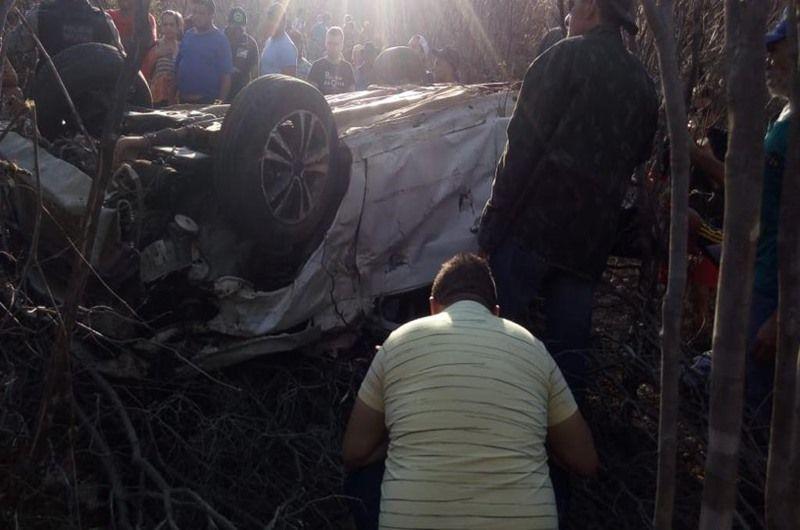 Acidente de carro mata duas pessoas em Curral Velho